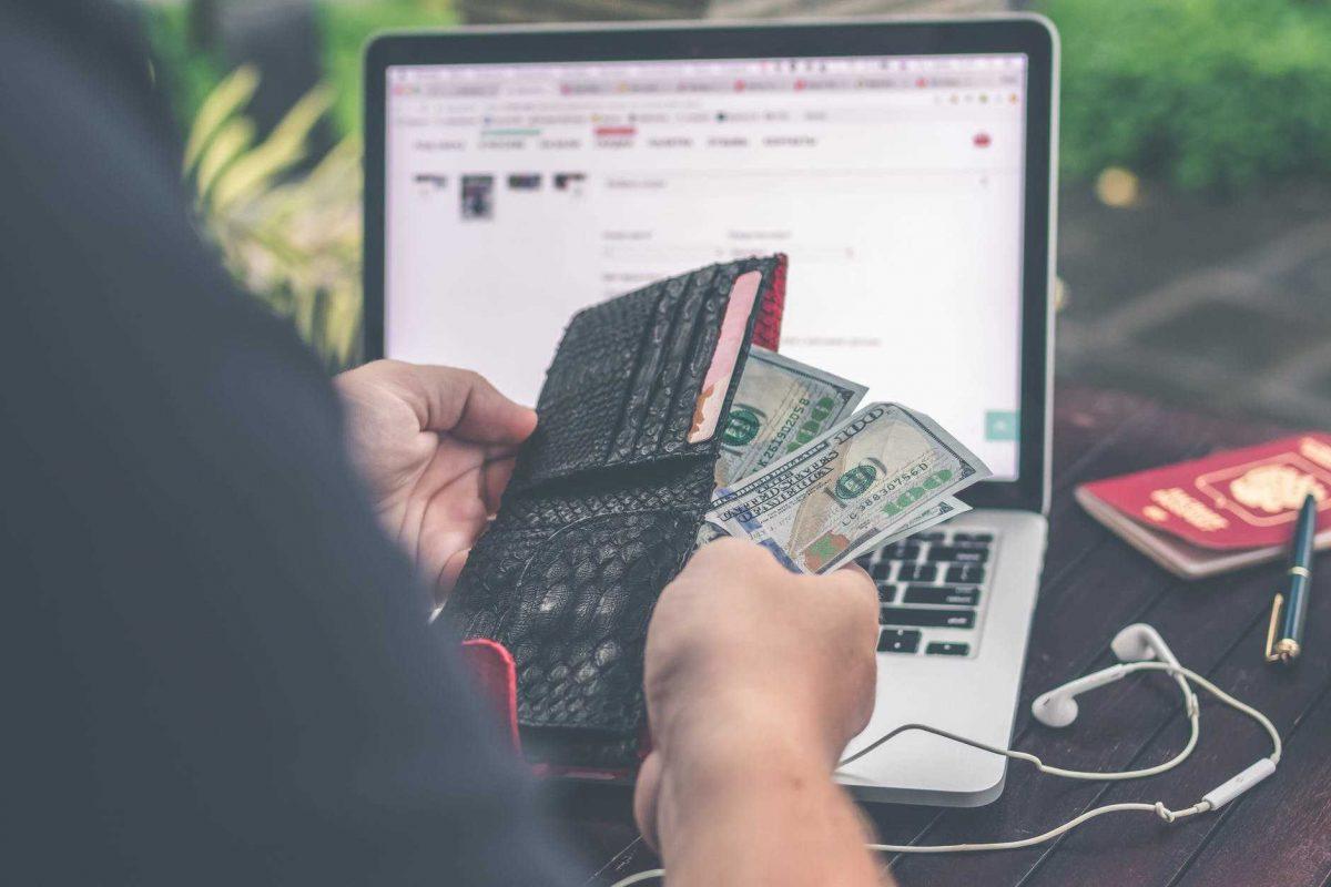 într- adevăr internetul funcționează pentru bani)